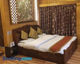 Walisons Hotel - Srinagar - Bedroom
