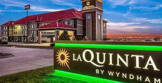 La Quinta Inn & Suites by Wyndham North Platte - North Platte - Building