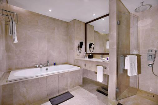 Aston Priority Simatupang and Conference Center - South Jakarta - Bathroom