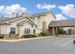 Sleep Inn & Suites Conference Center - Eau Claire - Building