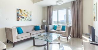 Bright & Cozy 2BR Near Jebel Ali and Expo 2020 Site - Dubai - Stue