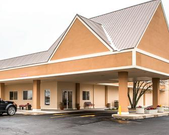 Quality Inn Morris I-80 - Morris - Building