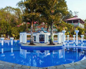 Riverside Spring Resort - Kurintar - Pool