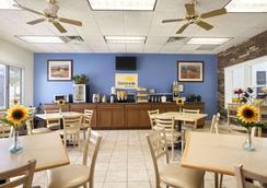 Days Inn by Wyndham Oglesby/ Starved Rock - Oglesby - Restaurant