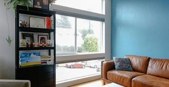 Home Away From Home - 2 Private Bedrooms - Seattle - Sala