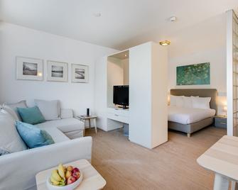 Htel Serviced Apartments Amsterdam Amstelveen - Amstelveen - Wohnzimmer