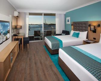Sea World Resort - Main Beach - Спальня