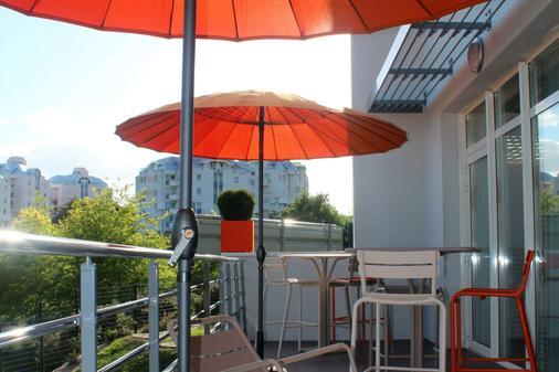 Kyriad Prestige Vannes Centre - Palais Des Arts - Vannes - Balcony