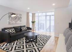 Star Struck Luxury - Inner City Townhouse - Christchurch - Living room