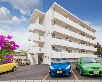 Kariyushi Condominium Resort Kin Yaka Seaside - Kin - Building