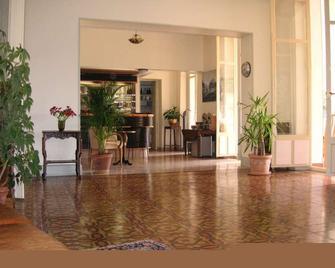 Hotel Le Victoria - Драгіньян - Лоббі