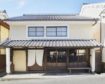 The Hostel & Tatami Bar Uchikobare - Ōzu - Building
