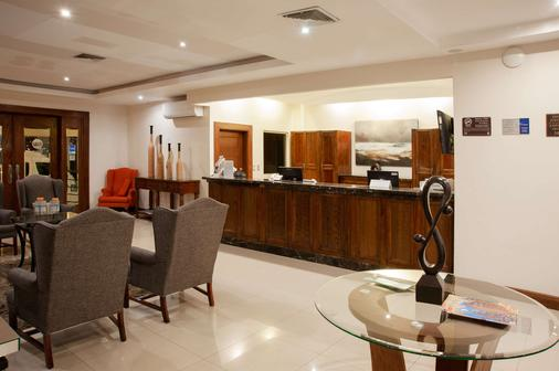 Best Western Cumbres Aeropuerto - Chihuahua - Front desk