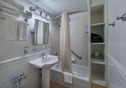 西德馬克巴拉諾夫酒店 - 朱諾 - 朱諾 - 浴室