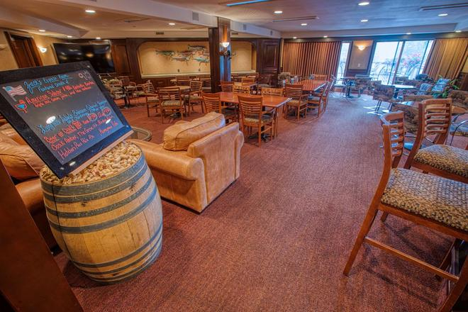 Sophie Station Suites - Fairbanks - Bar