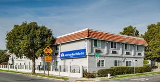 Americas Best Value Inn Richmond San Francisco - Richmond - Gebäude