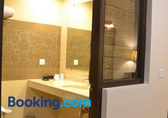 Uday Suites - Thiruvananthapuram - Bathroom