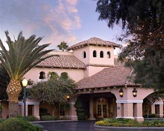 Harris Ranch Inn - Coalinga - Building