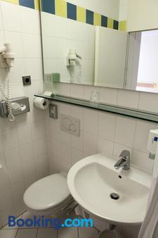 Hotel Ambiente Garni - Munich - Bathroom