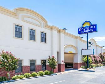 Days Inn & Suites by Wyndham Big Spring - Big Spring - Gebäude