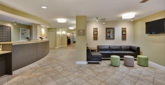 Candlewood Suites Market Center, An IHG Hotel - דאלאס - לובי