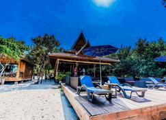 Sol Beach Resort - Koh Rong Sanloem - Patio
