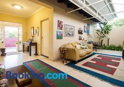 Westville Bed & Breakfast Guest House - Durban - Hành lang