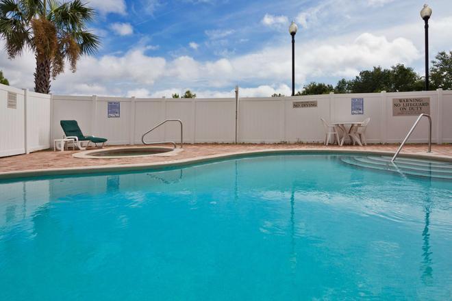 佛羅里達州西傑克遜維爾卡爾森麗怡酒店 - 傑克遜維爾 - 杰克遜維爾(佛羅里達州) - 游泳池