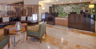 Holiday Inn Monterrey Valle - Monterrey - Front desk