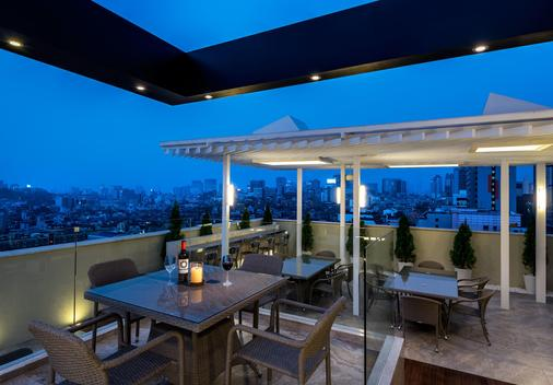 Hotel The Designers Lyj Gangnam Premier - Seoul - Balcony