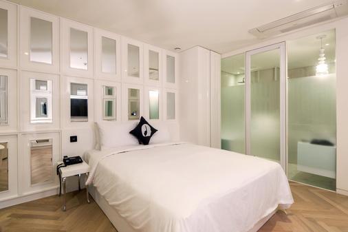 江南lyj尊貴設計師酒店 - 首爾 - 臥室