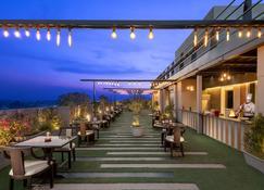 亞美達巴德拉迪遜布魯酒店 - 阿默達巴德 - 艾哈邁達巴德 - 餐廳