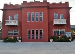 Montecristo Inn - Piarco - Building
