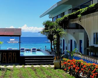 Pescadores Seaview Suites - Moalboal - Venkovní prostory