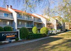 Pinnacle Apartments - Kingston - Edificio