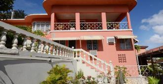Verney House Resort - מונטגו ביי - בניין