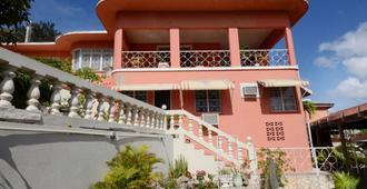 Verney House Resort - מונטגו ביי