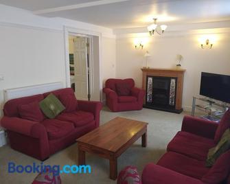 Castle Square Apartments Beaumaris - Beaumaris - Living room