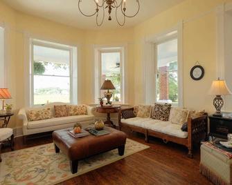 The Cotton Gin Inn - Edenton - Living room