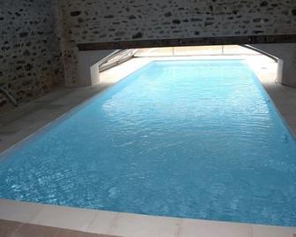Ferme-Château De Cordey & Spa - Cordey - Pool