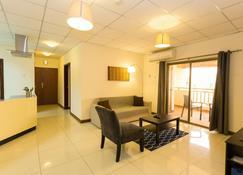 La Casa Baatsona Apartments - Tema - Living room
