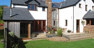 Oak Lodge B&B - Bude - Building