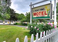 Picket Fence Motel - Saint Andrews - Building