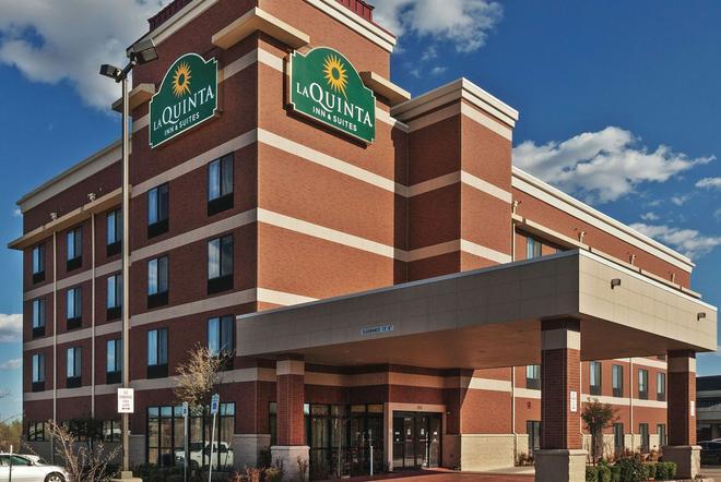 La Quinta Inn & Suites by Wyndham Edmond - Edmond - Rakennus