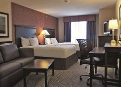 La Quinta Inn & Suites by Wyndham Edmond - Edmond - Bedroom