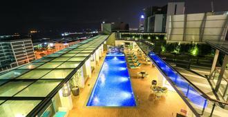 Eco Tree Hotel - מאלאקה - בריכה