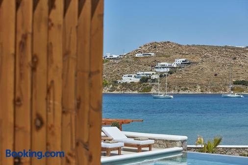 Mykonos Waves Beach House & Suites - Ορνός - Παραλία