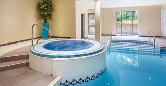 Holiday Inn Cardiff - North M4 - Cardiff - Piscina