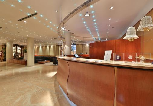 Best Western Hotel Cappello D'Oro - Bergamo - Front desk