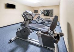 Days Inn by Wyndham Lexington Southeast - Lexington - Gym